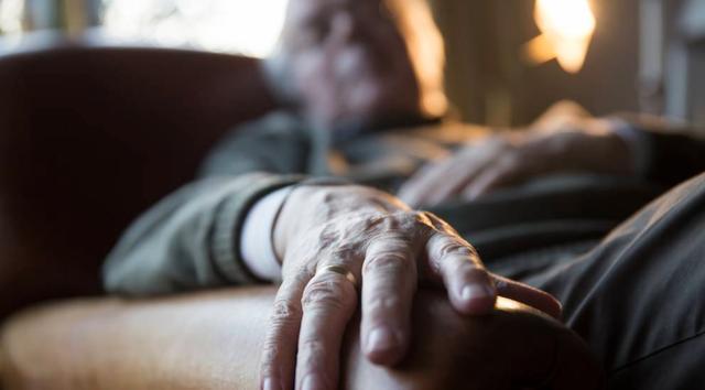 """只因觉得祖父""""太可怕"""",澳洲少年残忍将其刺死,被判入狱16年"""